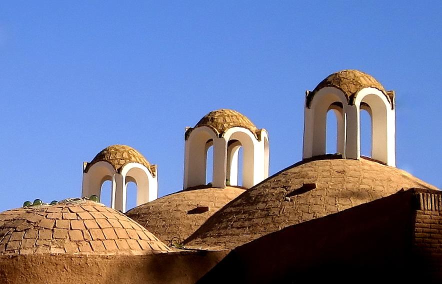 سه قلوها - سقف یکی از بناهای جانبی باغ شازده، واقع در شهر ماهان از توابع کرمان