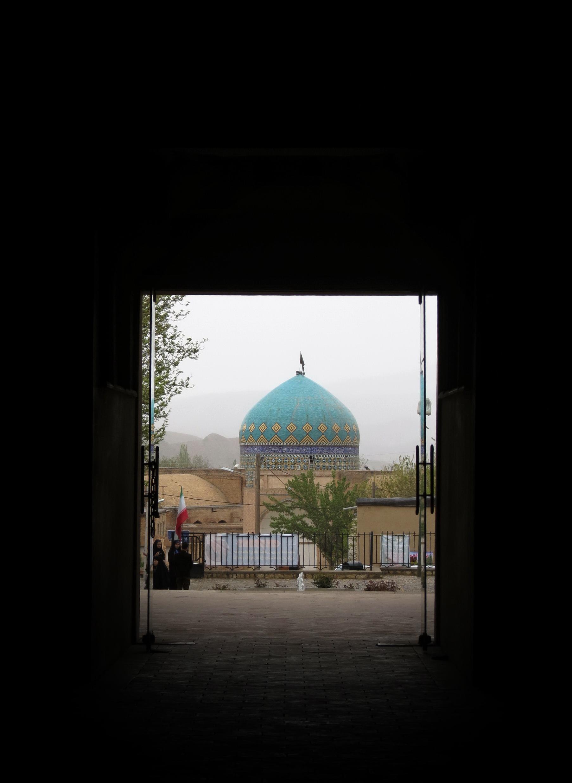 مسجد کلات نادری عکس از داخل کاخ خورشید گرفته شده است.