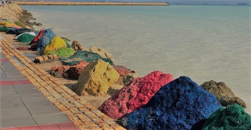 خاکهای رنگی در جزیرۀ قشم