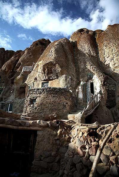 کوههای کله قندی و خانههای درون آن