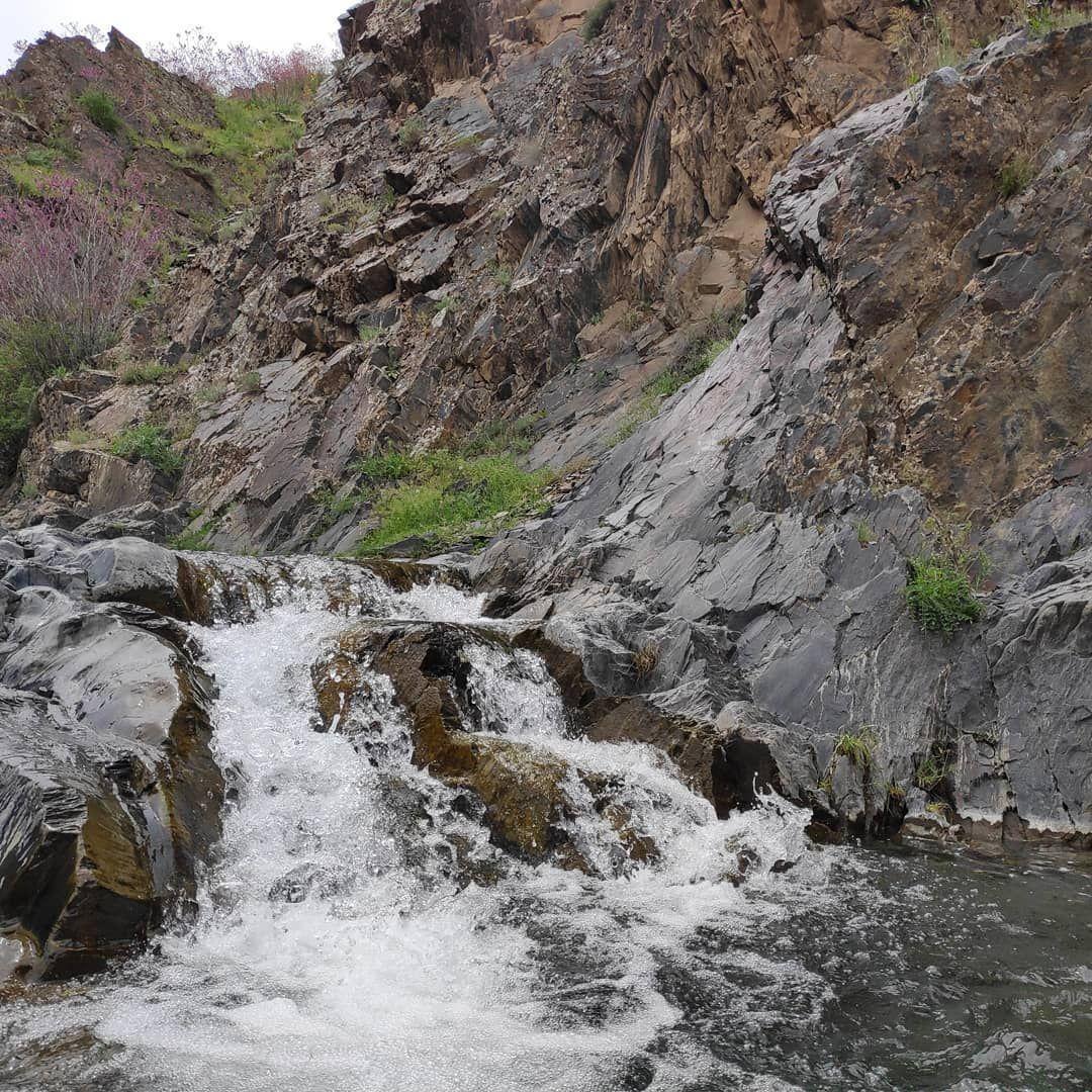 رودخانه خروشان دره ارغوان