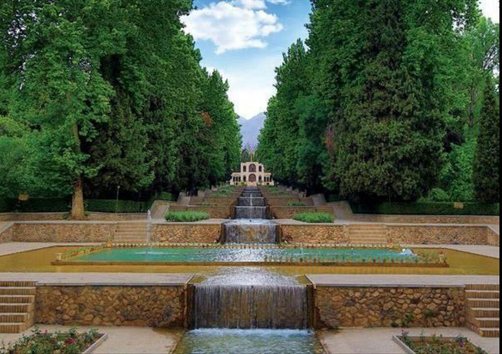 لایروبی حوضهای باغ شاهزاده ماهان