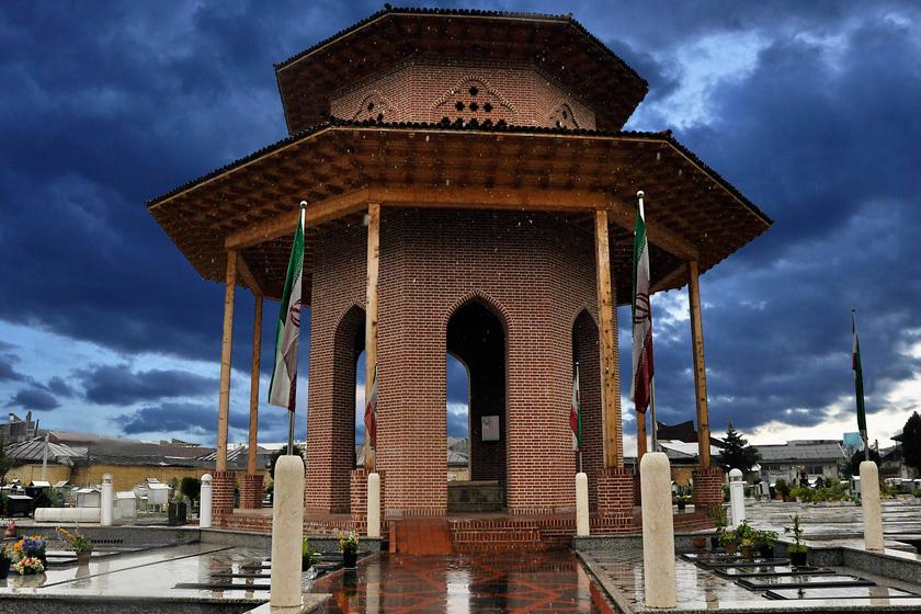 آرامگاه میرزا گوچک خان جنگلی