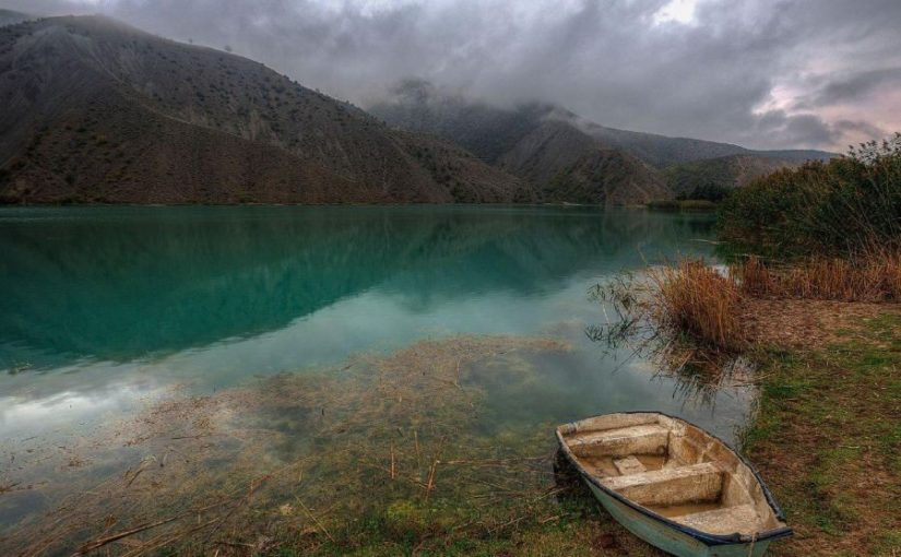 دریاچه ولشت بهشت پنهان شهر چالوس در دامنۀ رشته کوه البرز
