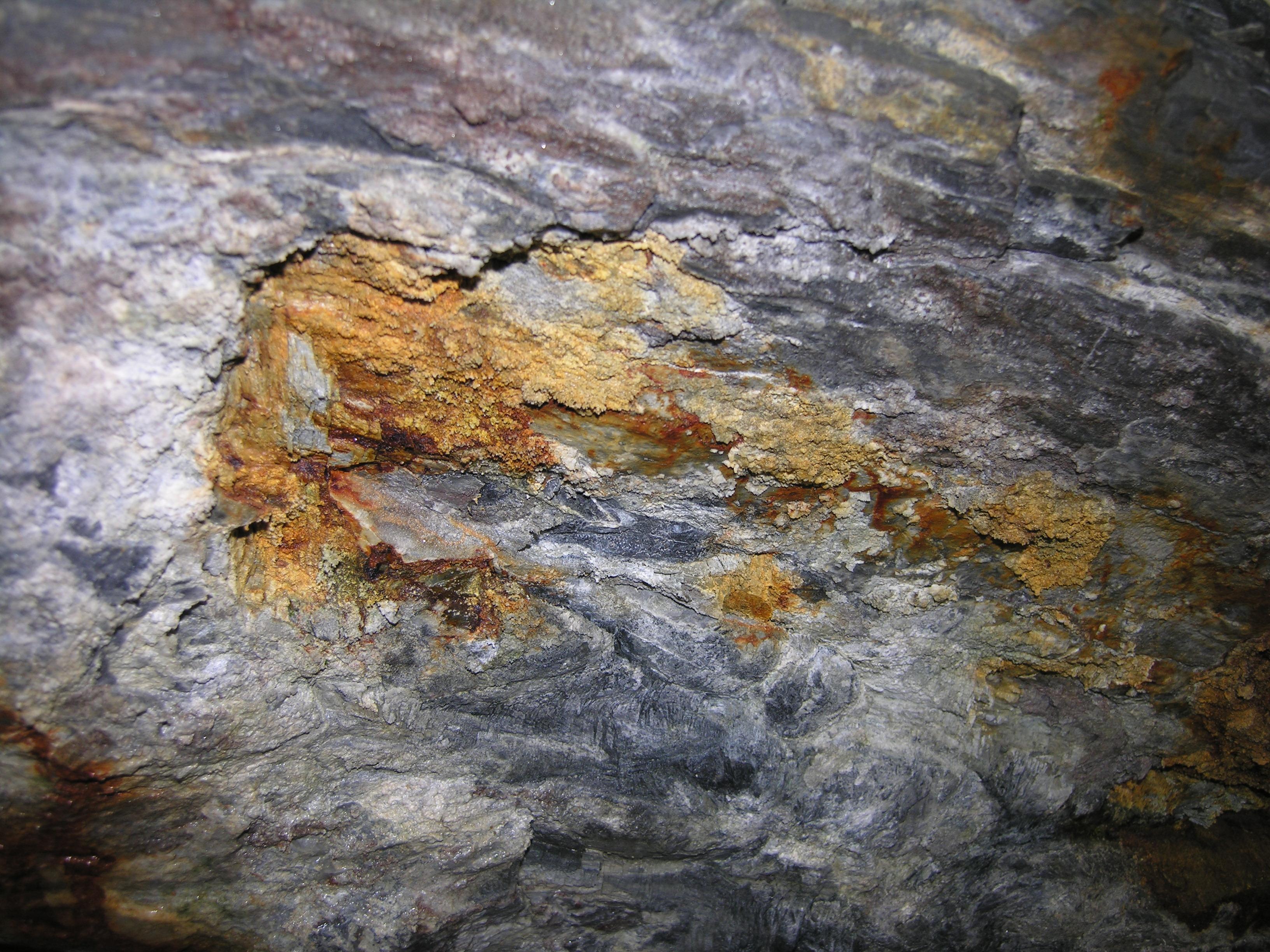 معدن سنگ آهک در مشهد