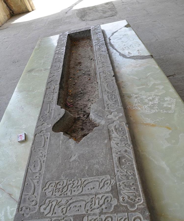 سنگ مزار صائب تبریزی
