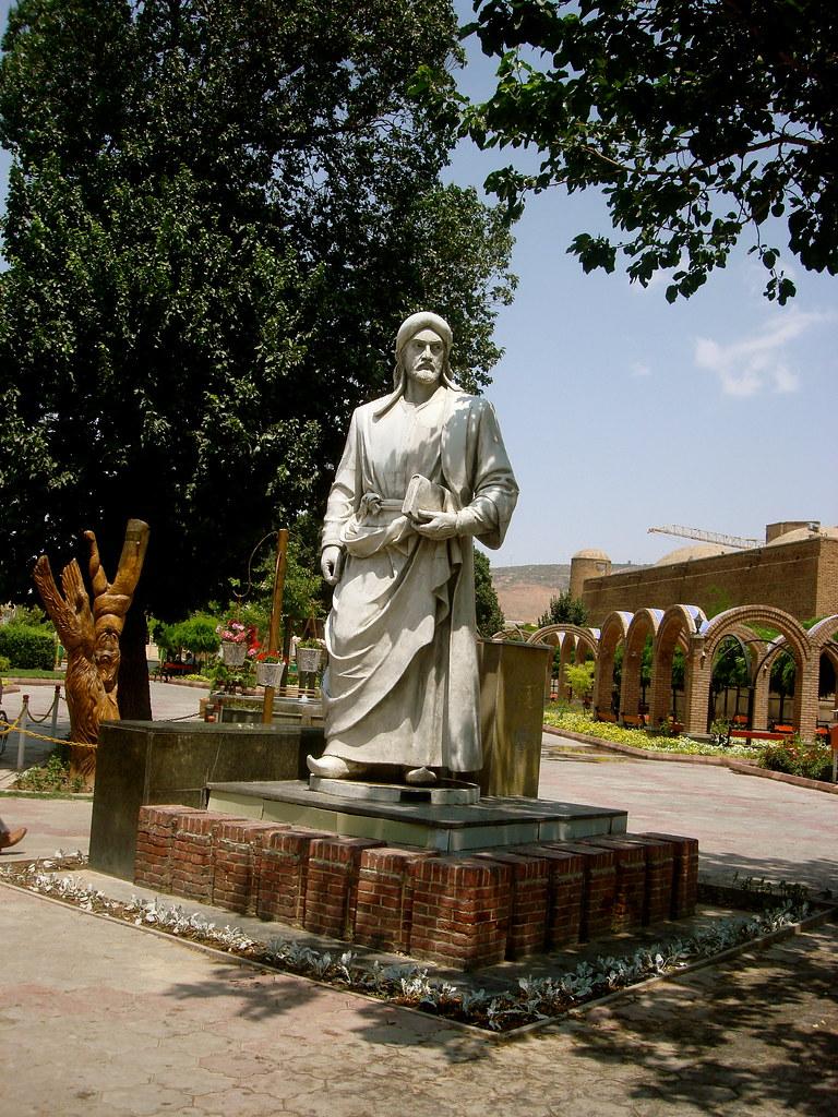 تندیس خاقانی در شهر تبریز
