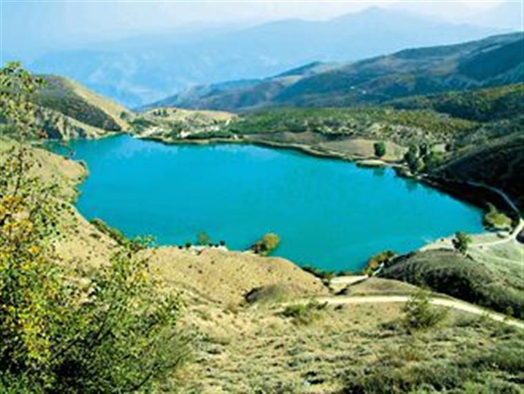 دریاچه ولشت از فراز کوههای البرز