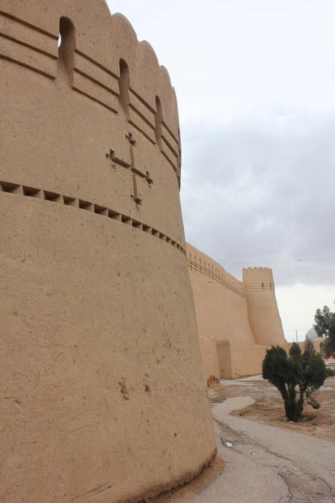 برج و باروی لب خندق