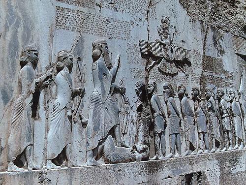 کتیبه و نقش برجسته داریوش بزرگ در بیستون کرمانشاه