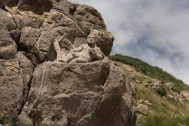 مجسمه هرکول در بیستون کرمانشاه