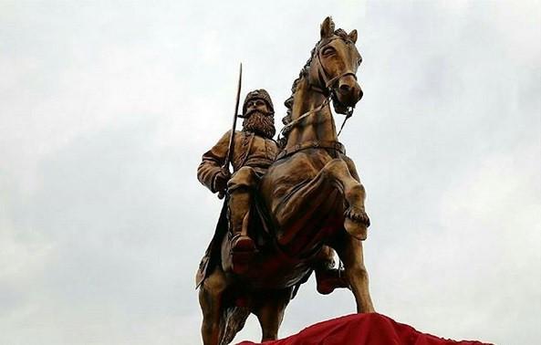 مجسمه عباس میرزا در ارس
