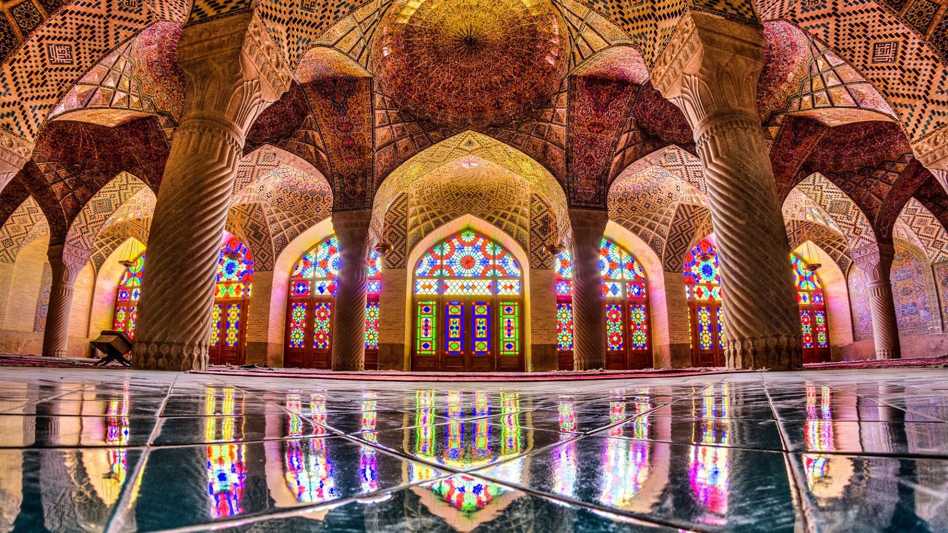 مسجد نصیرالملک یا مسجد صورتی شاهکار معماری در شیراز دلگشا