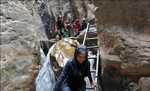 آبشار ارتکند ؛ بهشتی پنهان در حوالی کلات نادری