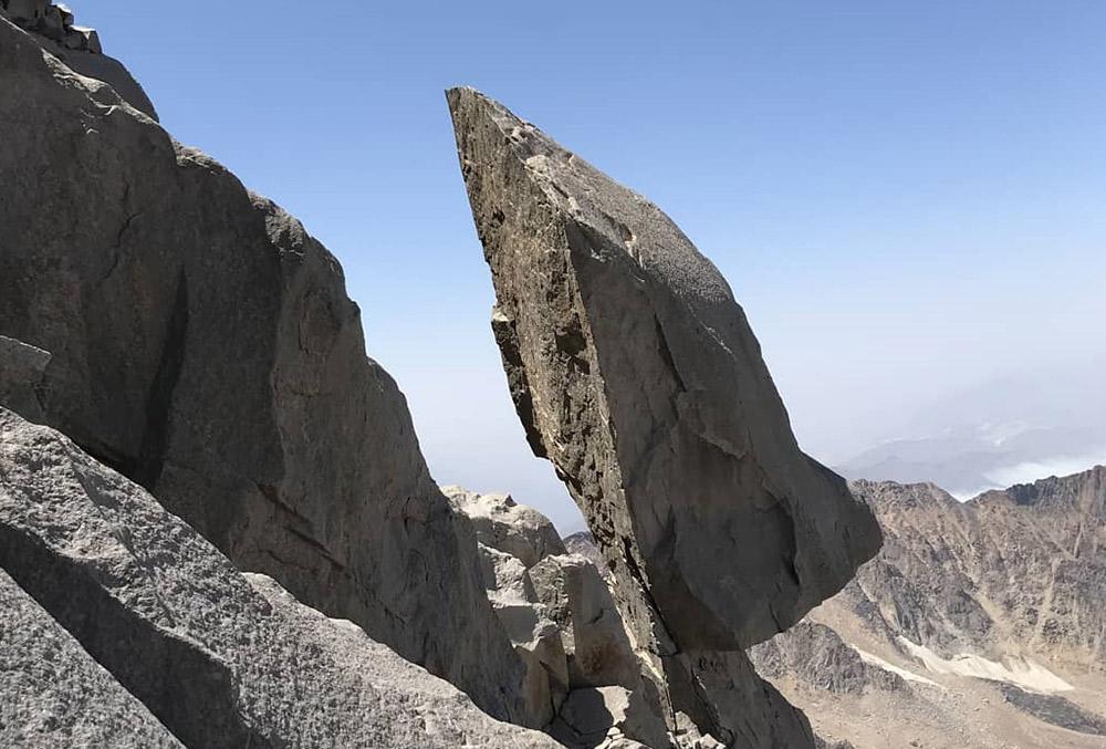 سنگ سماور یکی از جاذبههای گردشگری کلاردشت