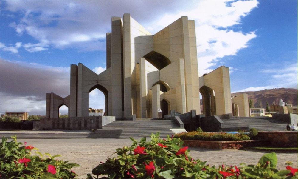 مقبرهالشعرا در محلۀ سرخاب در شهر تبریز