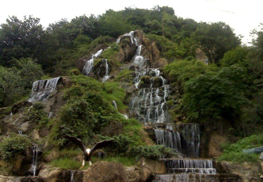 کوه و آبشار شیطان کوه در شهر لاهیجان
