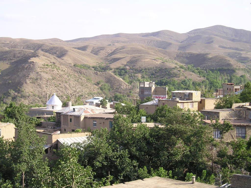 1- روستای زُشک، روستایی خوشمنظره و خوش آب و هوا در حوالی مشهد