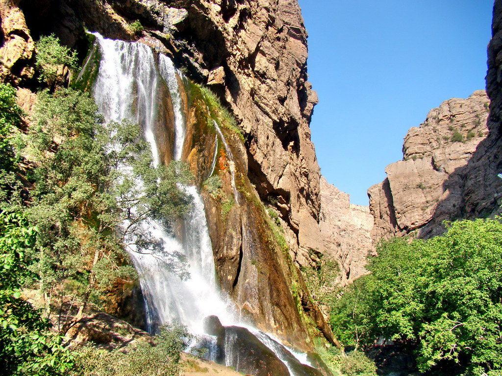 آبشار آب سفید در حوالی خرمآباد