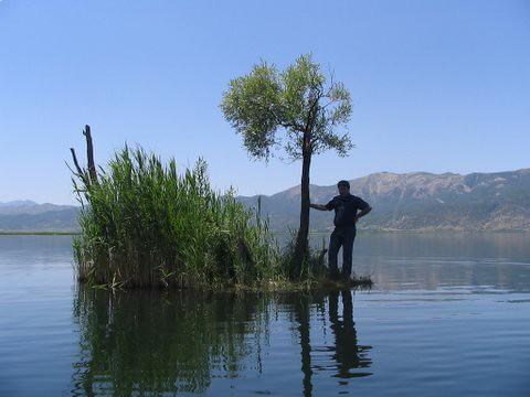دریاچه زریوار در استان کردستان