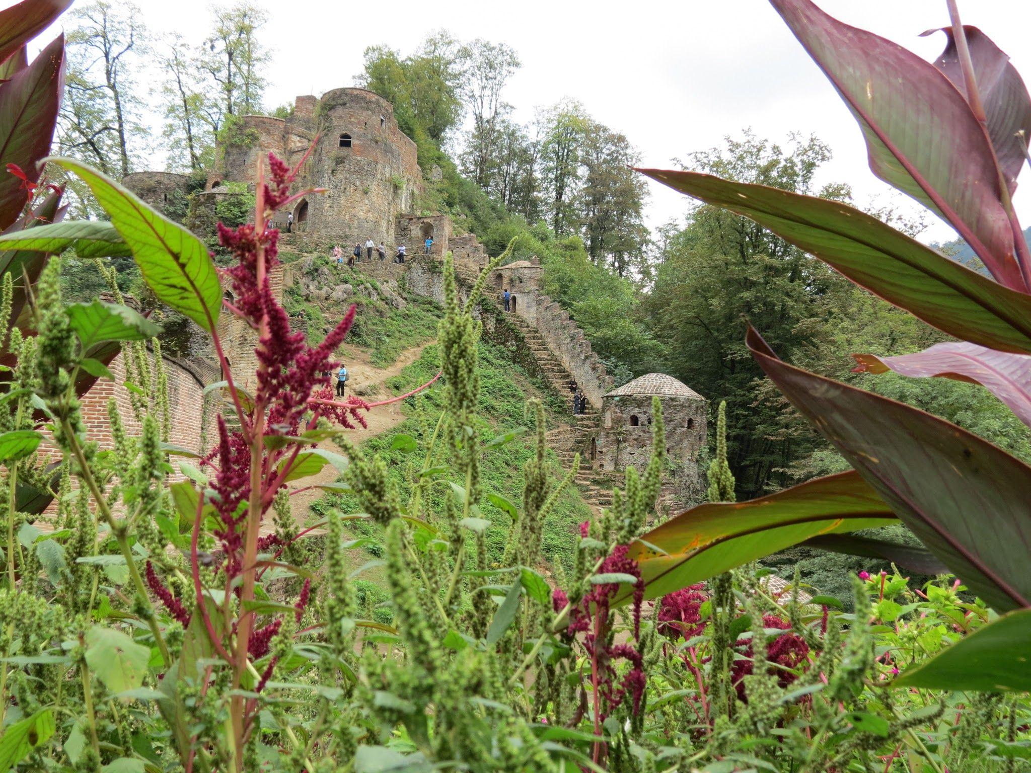 قلعه رودخان ؛ تلاقی طبیعت دلنواز و معماری دورانساز