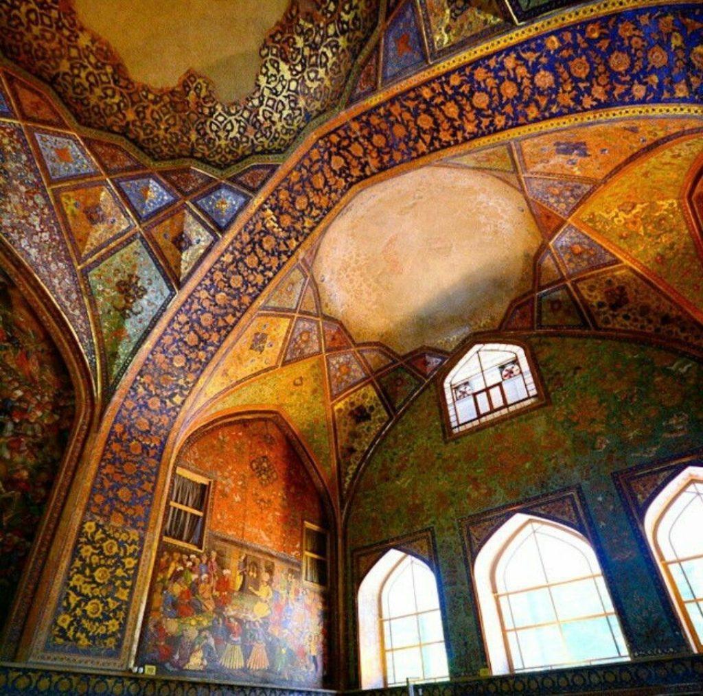 نگارههای نگاشته بر دیوارههای کاخ چهل ستون