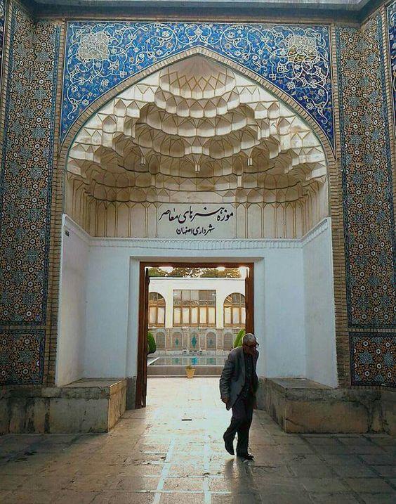موزۀ هنرهای تزئینی ایران در شهر اصفهان
