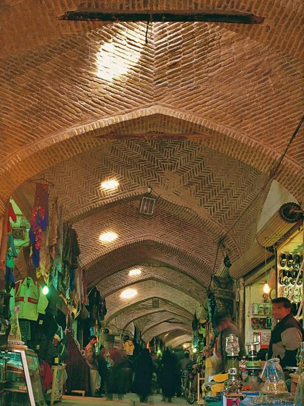 بازار سرپوشیده در شهر نیشابور