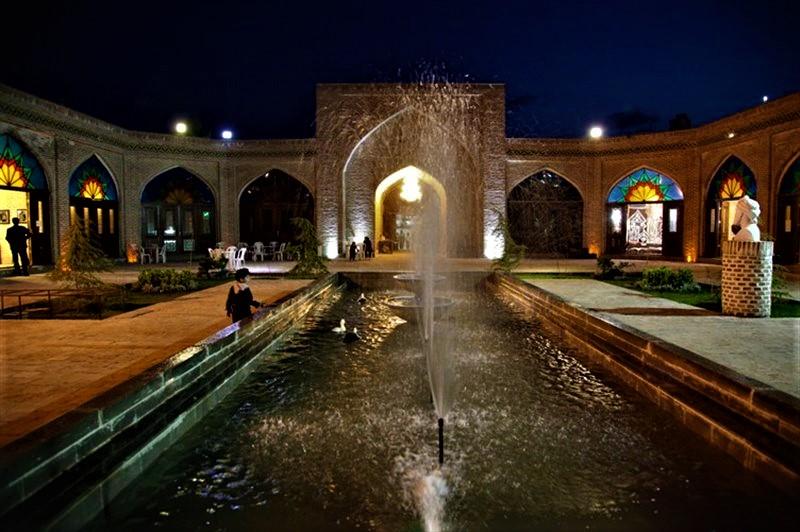 طعم بینظیر غذاهای سنتی و اصیل ایرانی در فضایی منحصر به فرد و چشمنواز در رستوران سنتی بابا قدرت در شهر مشهد