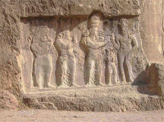 نقش رجب اثری باستانی در محدودۀ شهر مرودشت در حوالی شهر بزرگ شیراز