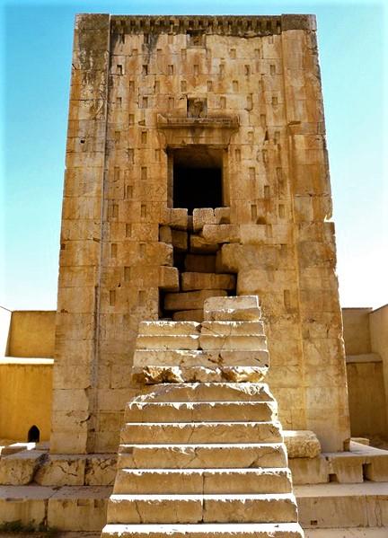 مکعب یا کعبۀ زرتشت اثری باستانی در محدودۀ شهر مرودشت در حوالی شهر بزرگ شیراز