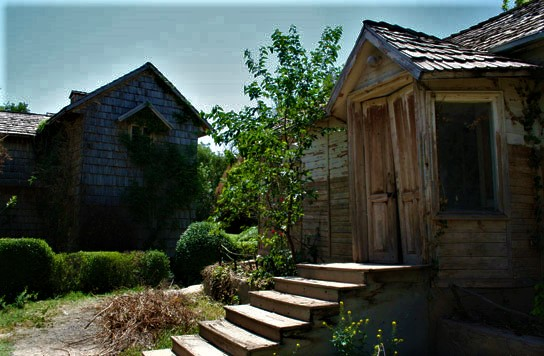 دهکدۀ چوبی در شهر نیشابور