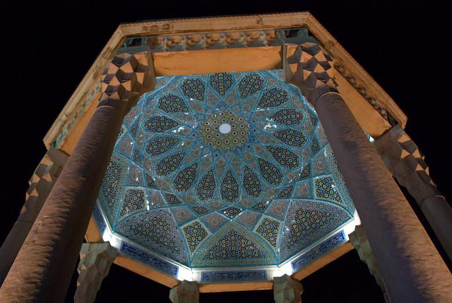 نمایی از داخل مقبره خواجه شیرازی