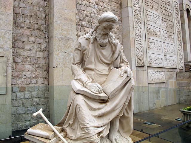 مجسمه خواجوی کرمانی در آرامگاهش
